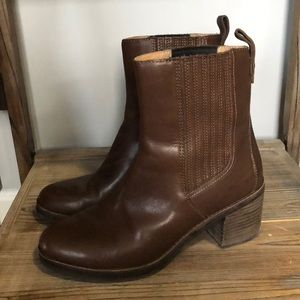 EUC, Camden Brown Leather Boot